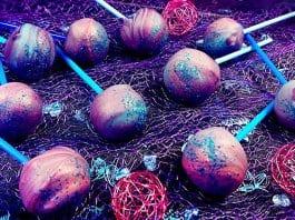 marmorierte Erdbeer-Stracciatella-Cake-Pops Titel