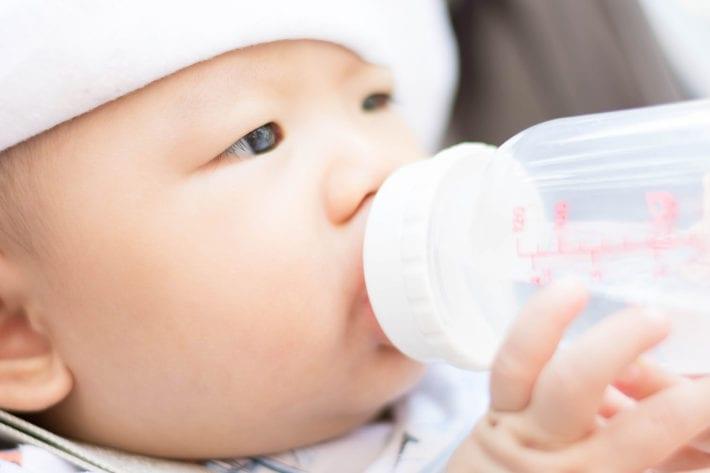 Baby Wasser trinken titel