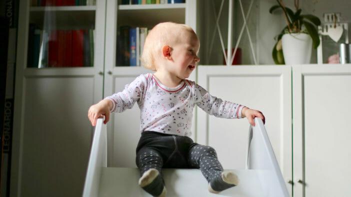 Kinderrutsche mit Handlauf
